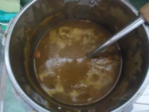 鍋に入ったルーなしカレー