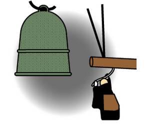 大サイズの大晦日に坊さんが除夜の鐘をつくのフリー素材