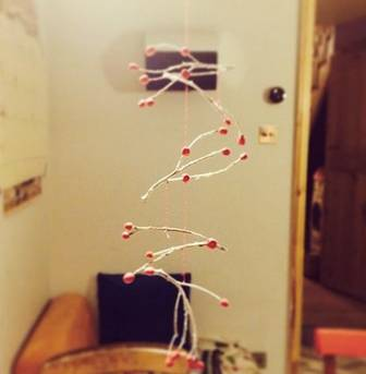 Create a christmas mobile with twigs and sugru