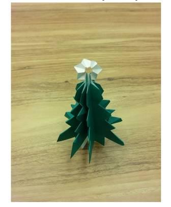 クリスマスツリーの折り紙の折り方!簡単かわいいはコレ! | イクメンパパの子育て広場