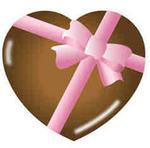 ハートにピンクのリボンのチョコ