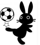 サッカーボールで遊ぶ黒うさぎイラスト素材(見本)   KMsys卯年賀状イラスト素材集